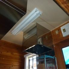空中構造物の露出を隠すためコンパネで天井を作ってもらい、保健所の営業許可を取得