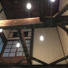 古民家に多く見られる特徴として、天井が無く高い吹き抜けがあげられます。